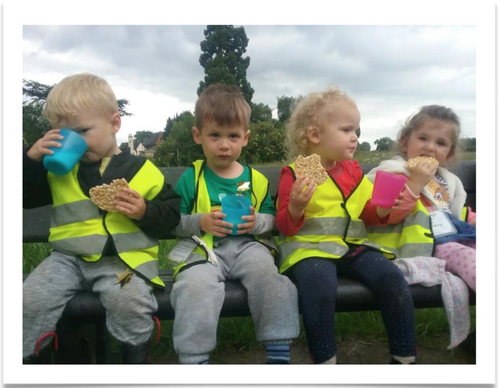 dinosaur hunt day leicester - Children eating snacks